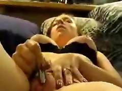 tinédzserek felesége zümmög a csiklóját, hogy mosterton cock