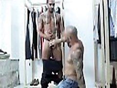 आदमी का उपयोग करता है पुरुषों के साथ छेड़खानी करने के लिए मालिक है, जबकि अकेले उसके साथ कार्यालय में