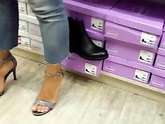 her new high heels malay milf gb pedicured feets