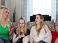 cfnm grupės blondinės burbuliuoti gaidys