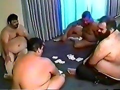 Chubby seks karesca poker party