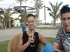 Deutsche Gays Junger SurferBoy wird heftig vernascht