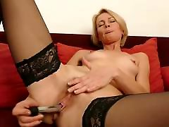 Hot mature slim mother feeding her cunt