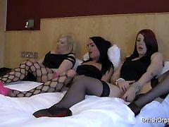 Trīs meitenes masturbē