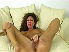 French milf Chloe pleasures her pantyhosed pussy