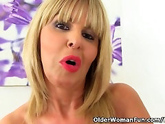 English milf Gabby Fox fingers her wife mom and boy on toilet