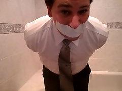 martin ir sasaistīti un gagged vannas istaba