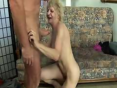 Grandmas yung hd sex video com pussy wants the young cock!