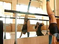 sexy mergina gimnastas, kaukė