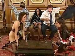 Kinky 12 inci monster cock gangbang