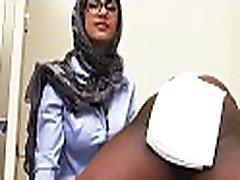 dideli mangai, arabų jauniklį išlaikyti šoktelėti, kaip ji gauna pakliuvom lauke