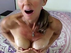 Hairy mature cums and squirts using fingers