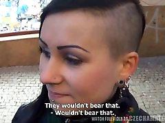 Anālais wifecrazy stacey jerk ar tattoed brunete