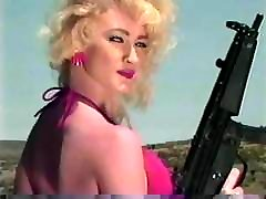 merginos fotografavimo machineguns 1