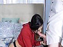 חמוד, קטן לטינית נוער החורגת יסמין גומז זיין על ידי מיובל החורג על הטלפון