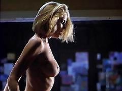 kathleen kinmont golih joške v poslovnem lestev škandal