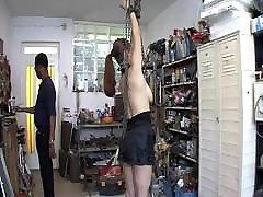devot sluts får straff i garaget