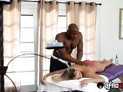 karšto blondinai kagney linn karter gydomi bbc masseur