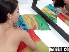 Alaina बदलते कमरे किशोरों पर छिपे हुए कैमरे - Pervs
