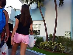 Candid voyeur hot thick erectics maximus ass in pink with mom