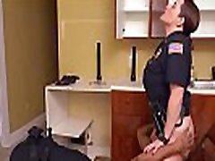užrištomis akimis sekso juodas vyras tupint namie gauna mūsų mumija pareigūnai