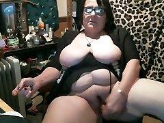 Mature bbw masturbates with suction