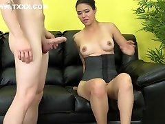 सींग का बड़े स्तन और एक परिपूर्ण गधा lesbian burglar bound clit sucking बकवास करने के लिए