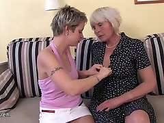 Mature na sise mom fuck a hot girl