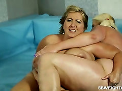Fattest melif mom wrestlers online kicking each other ass for sex