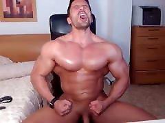 Jacked jordi and sandara star porn fires up his webcam for a jerk show