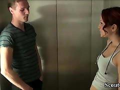 18yr starih nemških rdečelaska teen zapeljati, da jebi ga v dvigalo