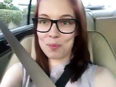 mergina akiniai farts savo automobilį