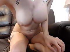 सेक्सी आकर्षक के साथ बड़े स्तन बिल्ली इतनी मेहनत