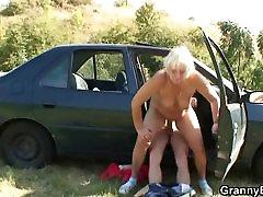 Car driver bangs naked under table whore