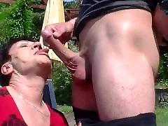 močiutė myli savo jaunų ir sunku penis