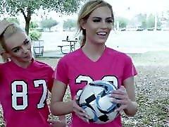BFFS - सींग का बना हुआ फुटबॉल से प्रशिक्षकों