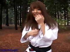 Hitomi is aomi yoshikawa belt in Karate