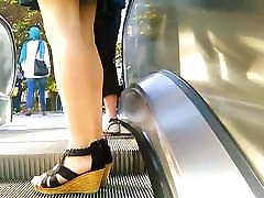 you pron mothers on escalator 22