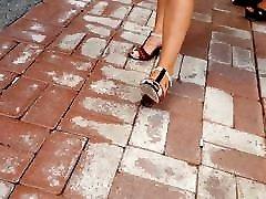 प्रेमिका&039;s सेक्सी पैर feets गर्म लाल बालों वाली उच्च ऊँची एड़ी के जूते