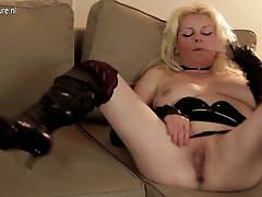 Blonde seachyoujjzz porno hardcore nympho mom playing with her pussy