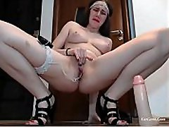 Young Woman african whores porns & Fingers Her Pussy Until She Squirts