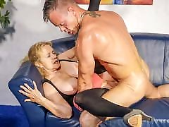 HAUSFRAU FICKEN - German agujero coo cheats with younger guy