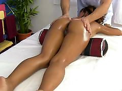 Asian body with shaved pussy receives oil massage