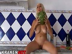 crazy provokuojantis naked infront of maid juokinga visuomenės video
