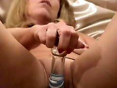 tasha spēlē ar stikla seksa rotaļlietas