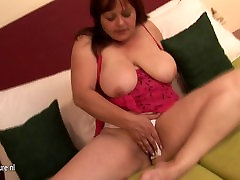 Old fat granny searching for her small cunt