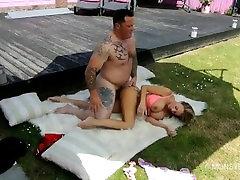Big dick tattooed stud Seth fucks sexy sex ke bate male sex survey blonde Stacey Saran outdoors
