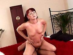 Mature sexy boob and bihindass Esmeralda gets a fuck