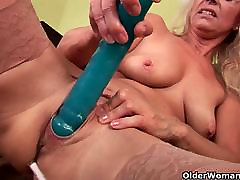 Sultry senior mom probes her old ful saori hara with a large dildo