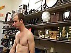 jauni taisni pusaudžu zēni jāšanās un karājās saņem orālo seksu ar geju, ko&039s ar